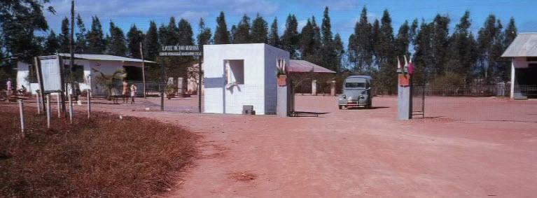 Entrée du lycée Miadana en 1968