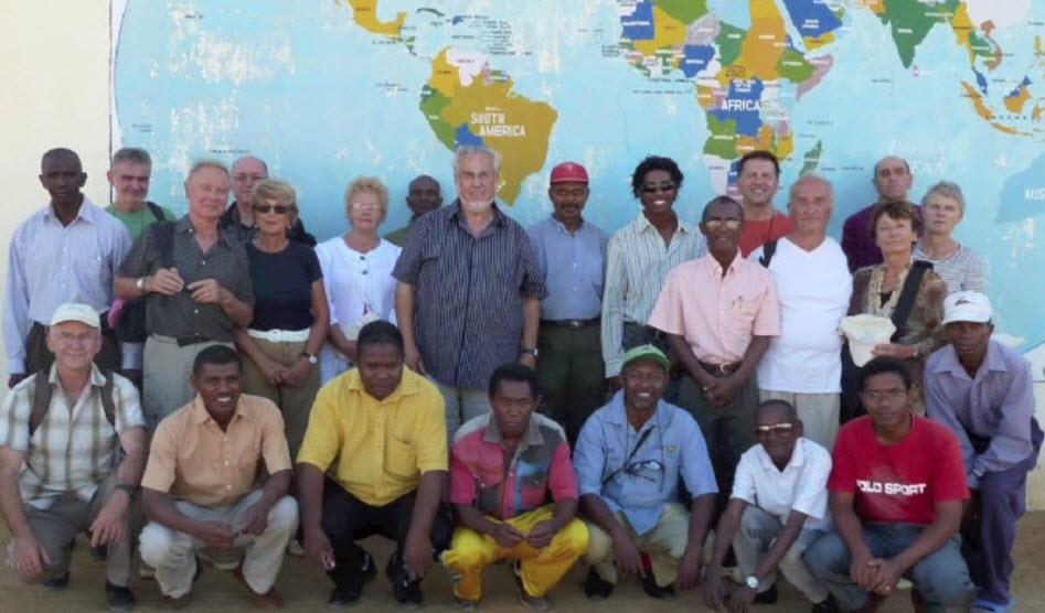 2010 groupe des membres de Rouergue-Androna et des professeurs du lycée Victor-Miadana.
