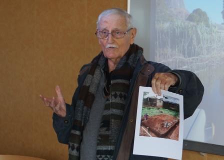 P Albert ALAZARD expliquant les travaux réalisés à PORT-BERGE